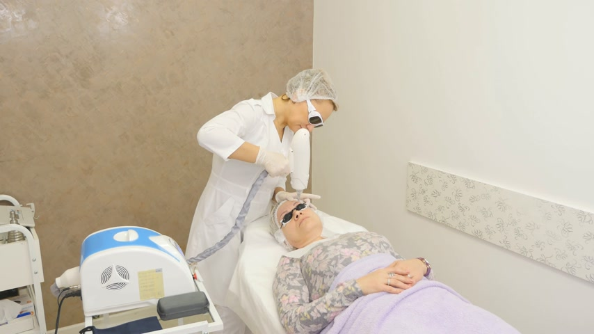 przeprowadzka : laser tattoo removal permanent makeup remove Wideo