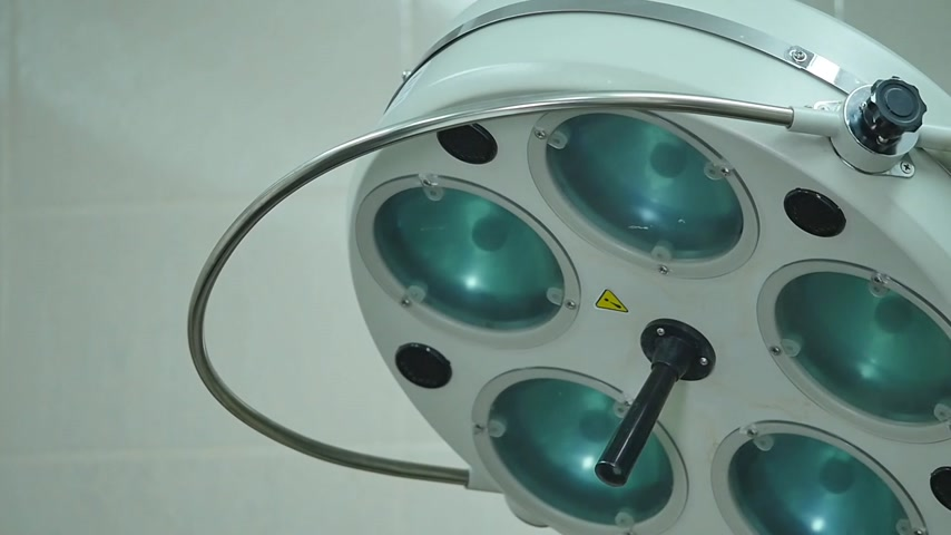 ér : surgical lamp in operating-room