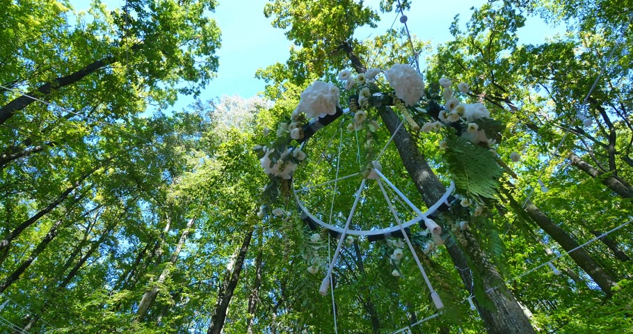 peônia : Wedding decoration ceremony Chandelier in the arch of flowers Vídeos
