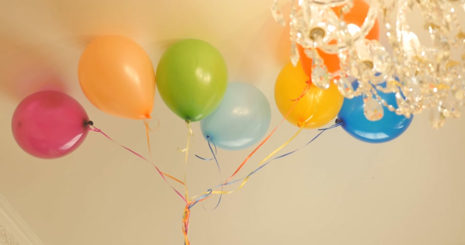 поп : Colourful air balloons at party