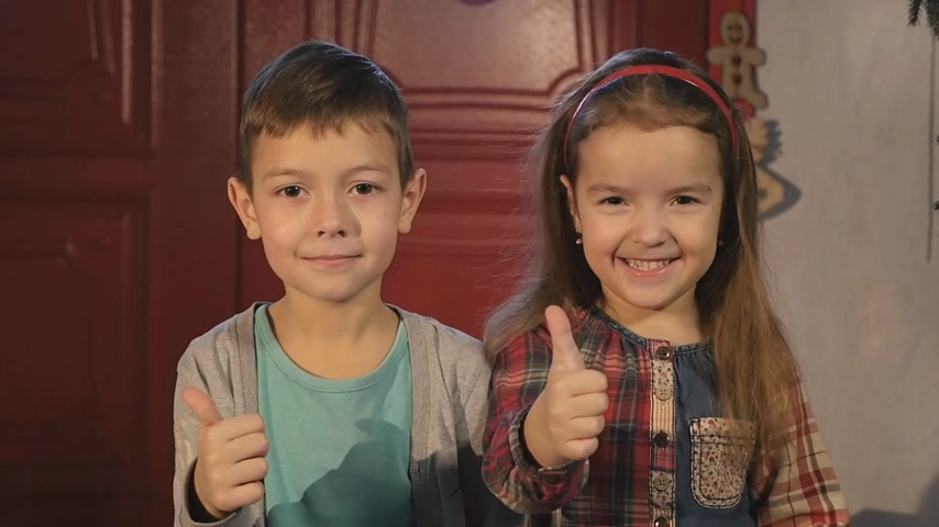 polegar : brother and sister together with giving a thumbs up of support and success
