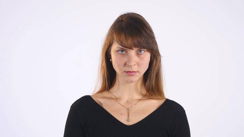 agresif : Attractive angry woman with black shirt isolated on white background Stok Video