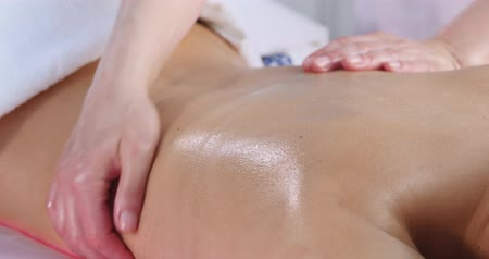 tisztaság : Brunette Client Receiving Body Massage at Spa Club
