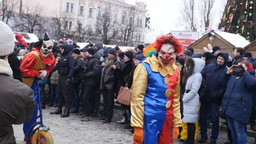 performer : CHERNIVTSI, UKRAINE - JAN 15, 2018: Malanka Festival in Chernivtsi. Folk festivities on the streets dressed people in comical costumes Stock Footage