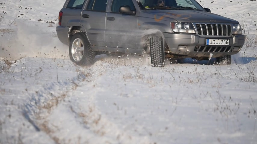 borowina : 21.01.2018, Chernivtsi, Ukraine - 4x4 jeep extreme ride on snow