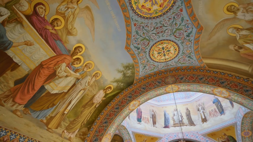panning of ceiling of orthodox Cathedral Stock mozgókép