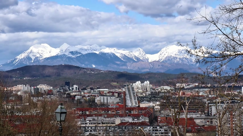 spletitý : Time lapse overview of Ljubljana seen from castle with alpine mountain panorama