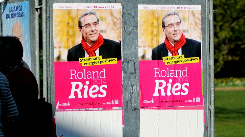 választotta : STRASBOURG, FRANCE - MARCH 25, 2014: Electoral campaign has started in Strasbourg for the local municipal elections held on 30 March 2014. Roland Ries has won the election and is the actual mayor of Strasbourg