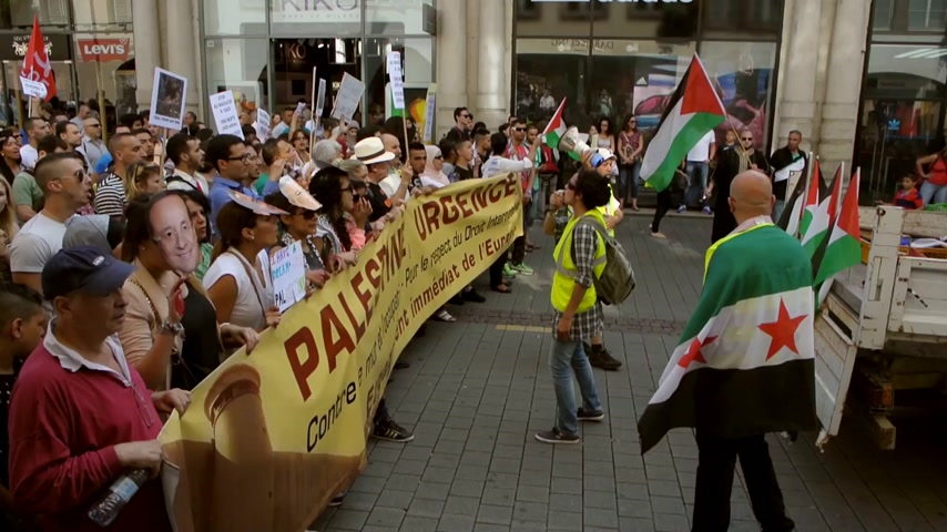 protesto : STRASBOURG, FRANCE - 9 JULY, 2014: Anti Israel protest as seen in  central Streets of Strasbourg, European Capital, with people yelling against Israeli attacks in Gaza