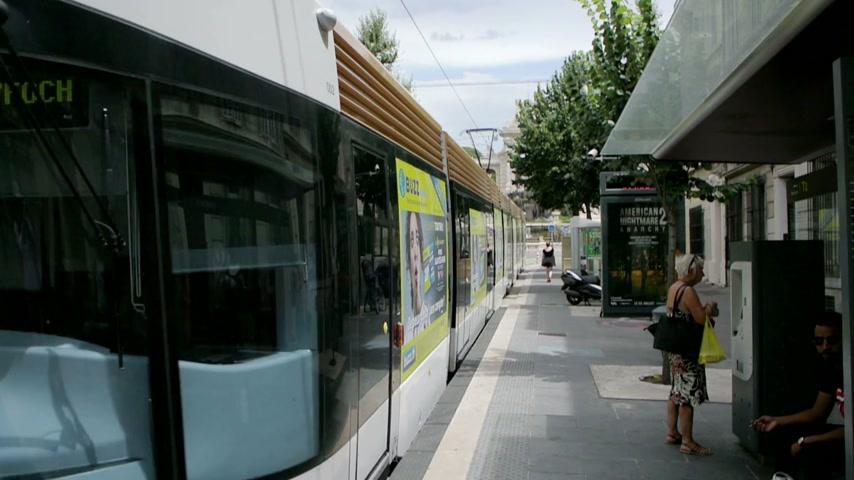 engravings : MARSEILLE, FRANCE - SEPTEMBER 7, 2014: Modern Tramway  leaving station with the Palais Longchamp, in the background Stock Footage
