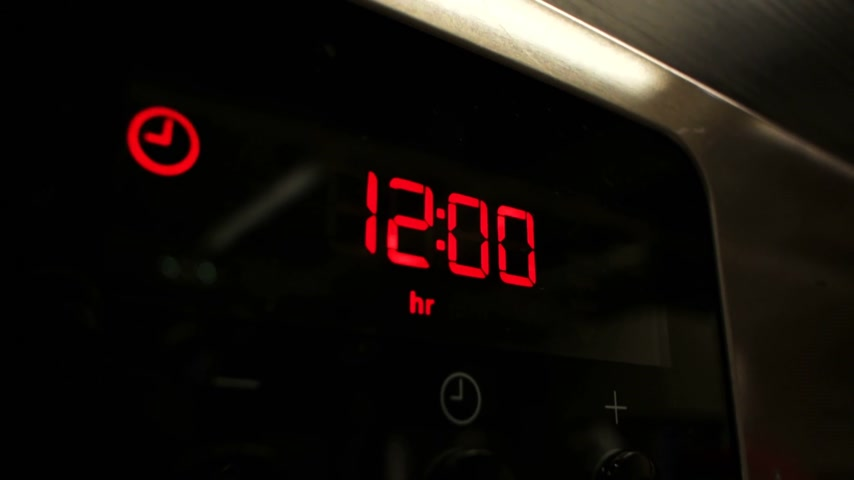 fogão : Close-up of digital clock of oven (or microwave) showing 12:00 with bold red number