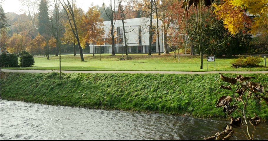 richard : BADEN-BADEN, GERMANY - November 20, 2014:  Museum Frieder Burda in Baden-Baden - the �20 million building designed by architect Richard Meier as seen in the autumn park of Baden-Baden, Germany Stock Footage