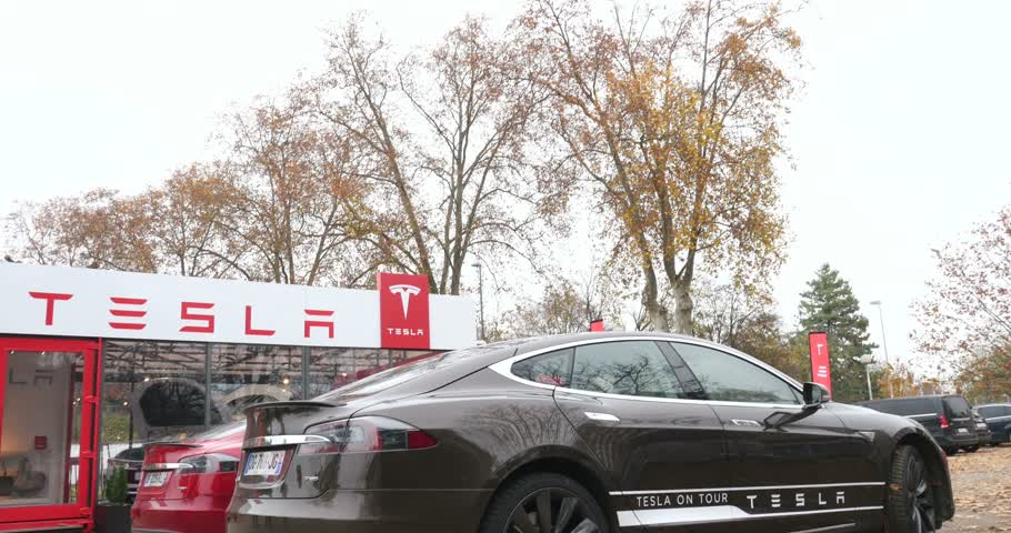 tesla model s : PARIS, FRANCE - 28 NOVEMBER 2014: Two electric cars, Tesla Model S 85 and Mode S85 Plus in front of the temporary showroom. Tesla Motors, Inc. is an American company that designs, manufactures, and sells electric cars and electric vehicle powertrain compo