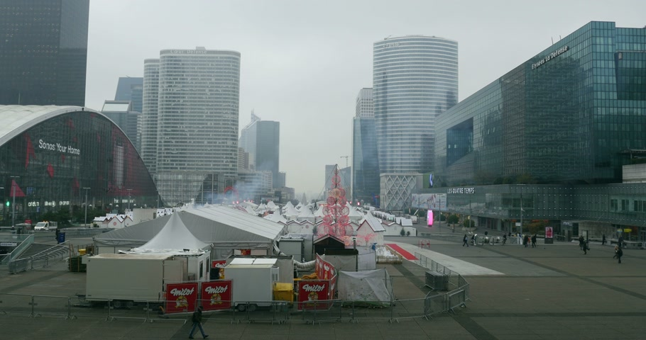 arche : PARIS, FRANCE - DEC 4, 2014: La Defense, Paris at Christmas - with people entering Christmas Market on a winter day. La Defense is home of international companies and large corporatios. Shot on UHD 4K Production Digital Camera - easy to crop and edit Stock Footage