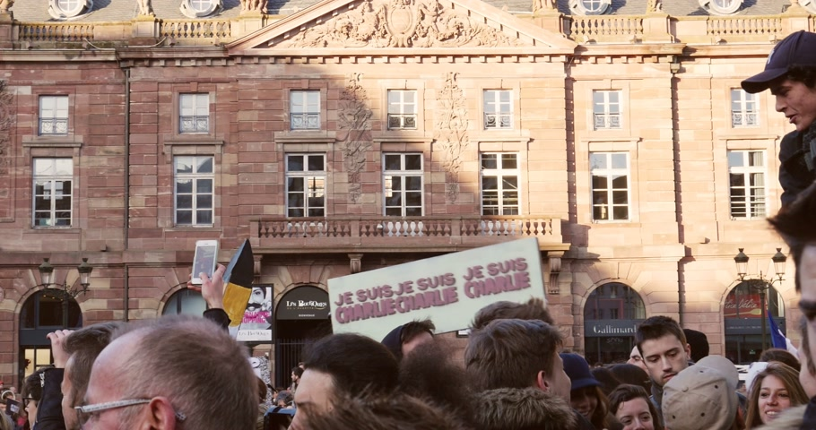 je suis charlie : STRASBOURG, FRANCE - 11 JAN, 2015: French citizens hold placards reading Je suis Charlie during a unity rally (Marche Republicaine) where some 50000 took part in tribute three-day killing spree in Paris Stock Footage
