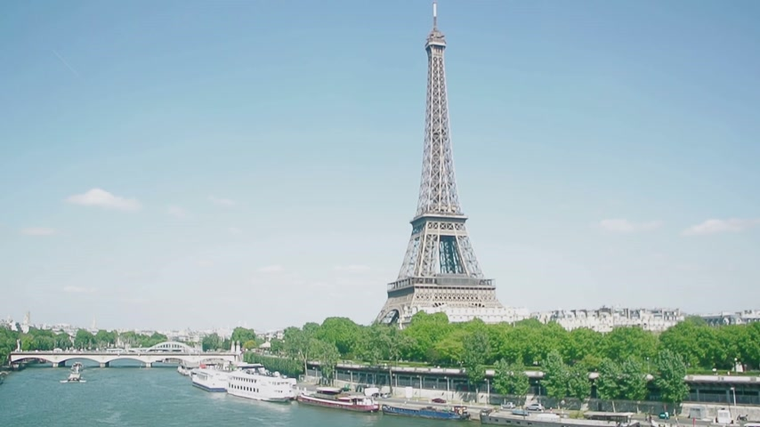 destinos : Eiffel Tower, Seine River, streets and homes with in heart of Paris seen by a drone