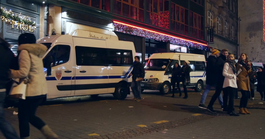 zęby : STRASBOURG, FRANCE - CIRCA DEC 2014: Row of police vans and patrols in Eurometropole of Strasbourg, France during Christmas Market