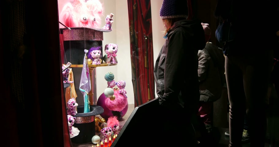 lafayette : STRASBOURG, FRANCE - CIRCA DEC 2014: Group of kids admiring magic window shopping at Galeries Lafayette store decorated with traditional Christmas themes toys. The iconic store in Strasbourg continues to carry on the holiday tradition for the magic  time Stock Footage