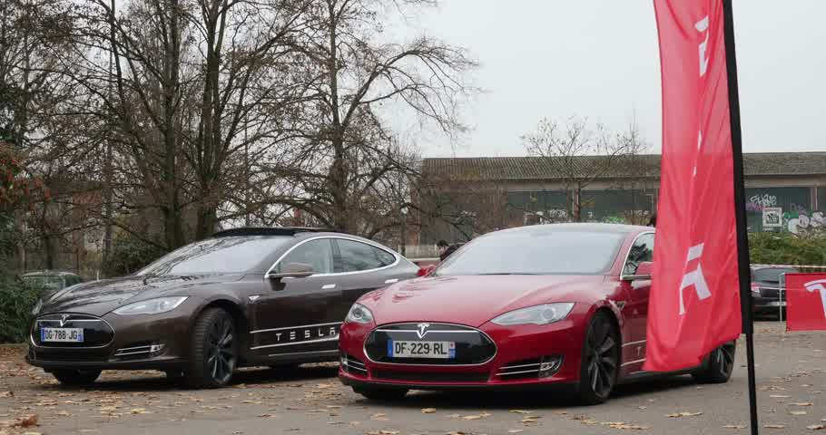 tesla model s : PARIS FRANCE  CIRCA 2015: Two electric Tesla Modesl S cars in front of Showroom. Tesla is an American company that designs manufactures and sells electric cars