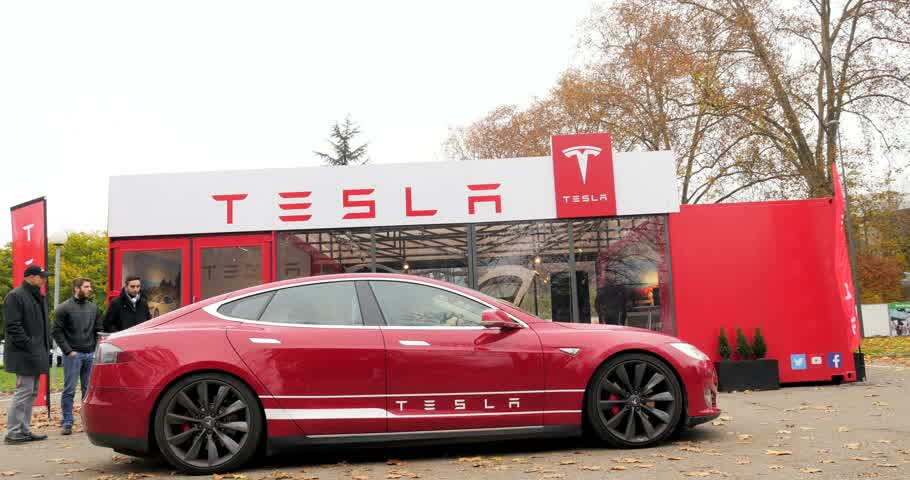 tesla model s : PARIS, FRANCE - CIRCA 2015: Rising-up of luxury Tesla Model S before the test-drive. Tesla is an American company that designs, manufactures, and sells electric cars