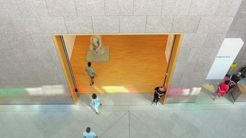 muzeum : STTRASBOURG, FRANCE - CIRCA 2015: People visiting the Museum of Modern and Contemporary Art in strasbourg, seen from above Wideo