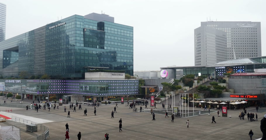 arche : PARIS, FRANCE - CIRCA 2015: Christmas Market, Marche de Noel in Paris, La Defense