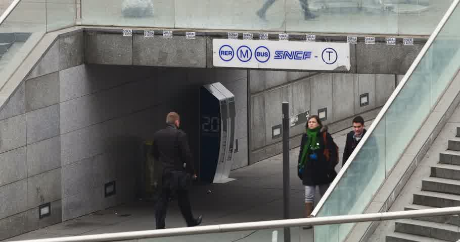 arche : PARIS, FRANCE - CIRCA 2015: People walking under the logo of SNCF company near the entrance of Gare de La Defense