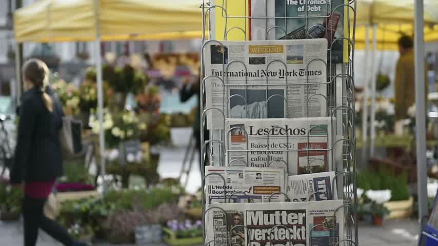 je suis charlie : STRASBOURG, FRANCE - 14 NOV, 2015: The front covers of International newspapers display headlining the terrorist attacks yesterday in Paris