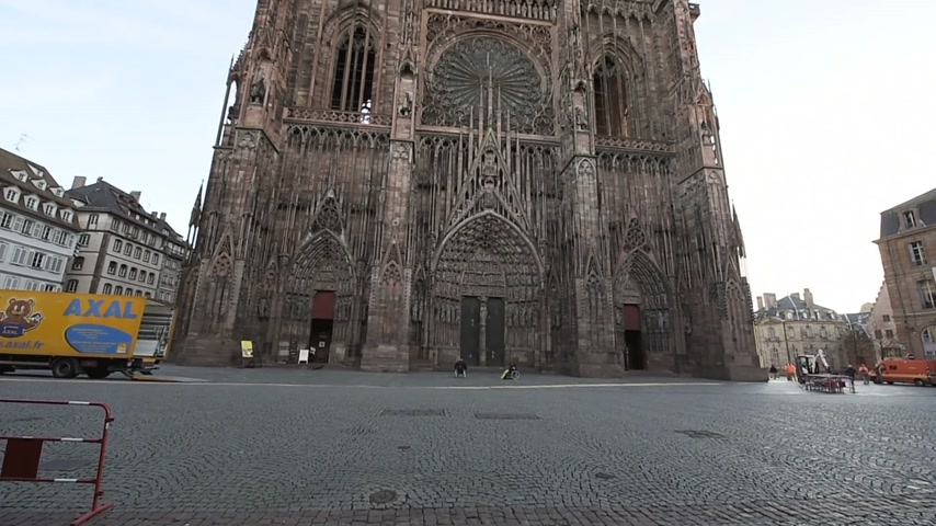 mobilization : STRASBOURG, FRANCE - 16 NOV, 2015: Almost empty place in front of the Strasbourg Cathedral of Strasbourg the Monday after attacks in Paris on 13 November with a few tourists Stock Footage