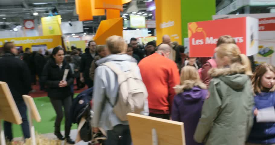 admirado : PARIS, FRANCE - FEB 2016: LU biscuits stand being admired by people - Agricultural Show - Salon International de Agriculture.  Lefevre Utile, better known worldwide by the initials LU, is a manufacturer brand of French biscuits, emblematic of the city of  Stock Footage