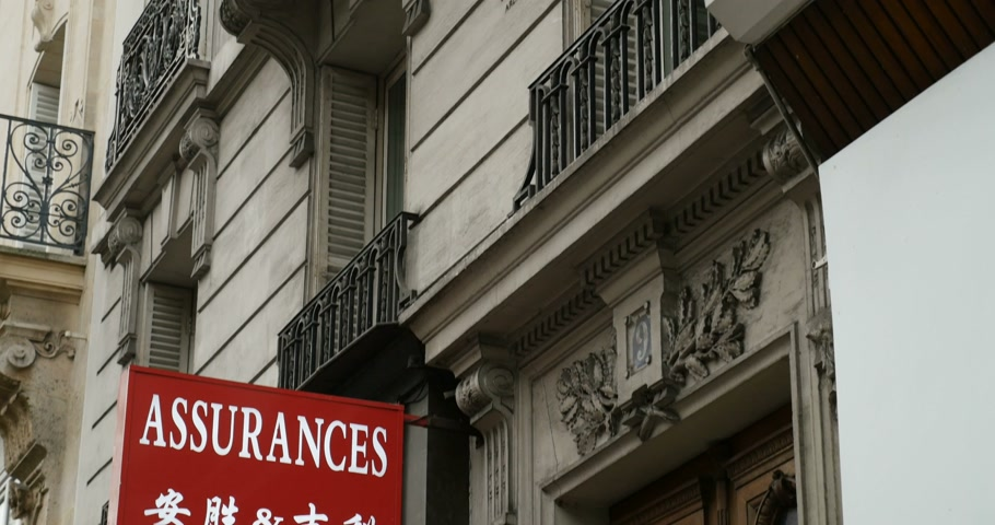 основа : PARIS, FRANCE - CIRCA 2016: Chinese insurance company for Chinese diaspora in the center of Paris, France