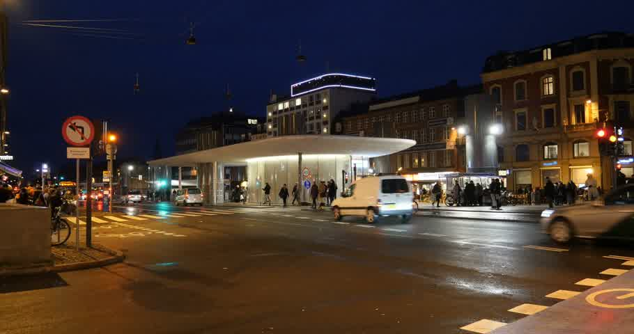 kodaň : COPENHAGEN, DENMARK - CIRCA 2016: Norreport St. Metro Bus Station in central Copenhagen at night on Narre Voldgade avenue with pedestrian commuting Dostupné videozáznamy