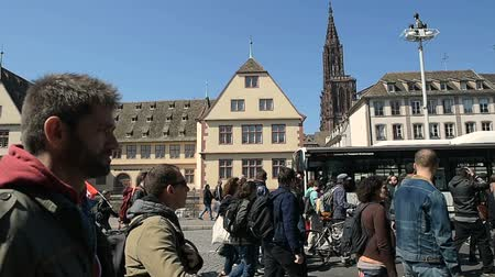 participante : STRASBOURG, FRANCE - APR 20, 2016: People protesting in center of Strasbourg as part of nationwide day of protest against proposed labor reforms by Socialist Government