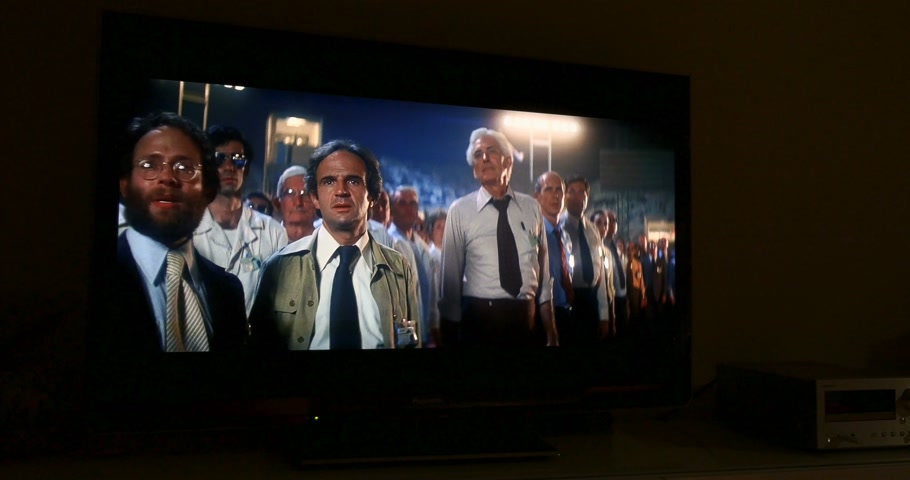 divadlo : PARIS, FRANCE - CIRCa 2016: Time lapse of Epic scenes with alien space ship of Close Encounters of the Third Kind by Steven Spielberg seen on a plasma TV in home environment at night