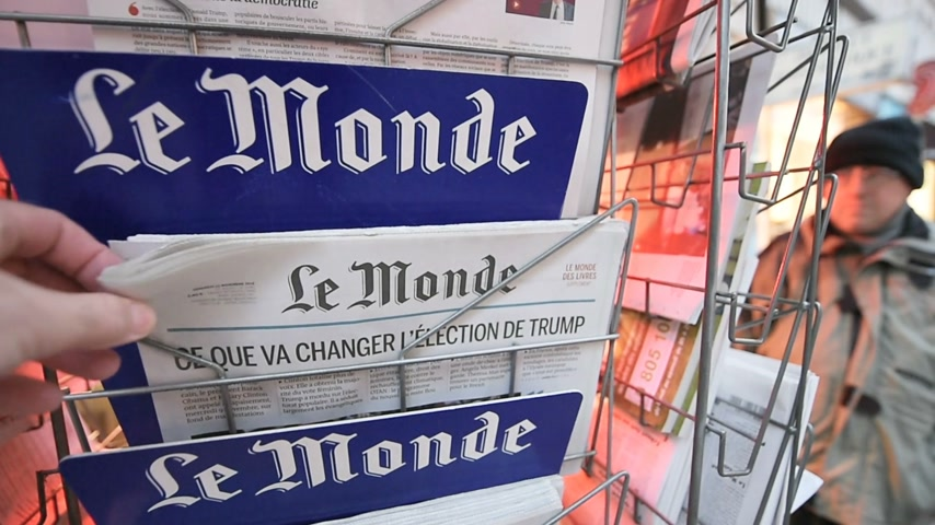 donald trump : PARIS, FRANCE - NOV 10, 2016: Man buying Le Monde newspaper with shocking headline title at press kiosk about the US President Elections - Donald Trump is the 45th President of United States of America