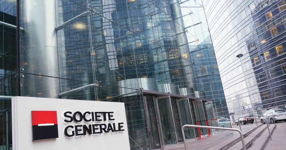 exiting : PARIS, FRANCE - CIRCA 2016:Wide view of entrance at the Societe Generale (SocGen, GLE) bank headquarter in La Defense, Paris, France with people businessmen entering exiting building Stock Footage