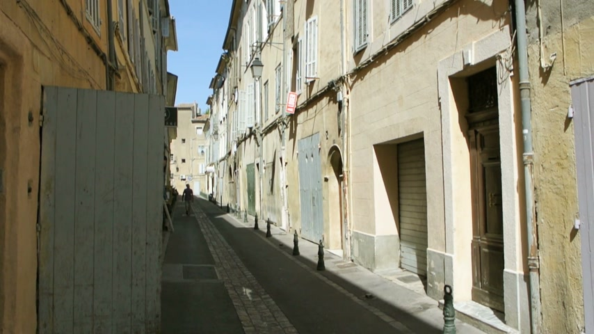 francês : AIX-EN-PROVENCE, FRANCE - CIRCA 2015: Old street in Aix en Provence with typical French architecture