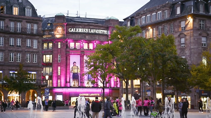 lafayette : STRASBOURG, FRANCE - CIRCA 2017: Majestic Galleries Lafayette building in Place du General Kleber at dusk with beautiful architectural illuminations in central Strasbourg at dusk Stock Footage