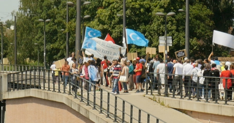 sürgün : STRASBOURG, FRANCE - CIRCA 2015: Crowd of Uyghur human rights activists the demonstration marching toward European Parliament building to protest against Chinese governments policy in Uyghur
