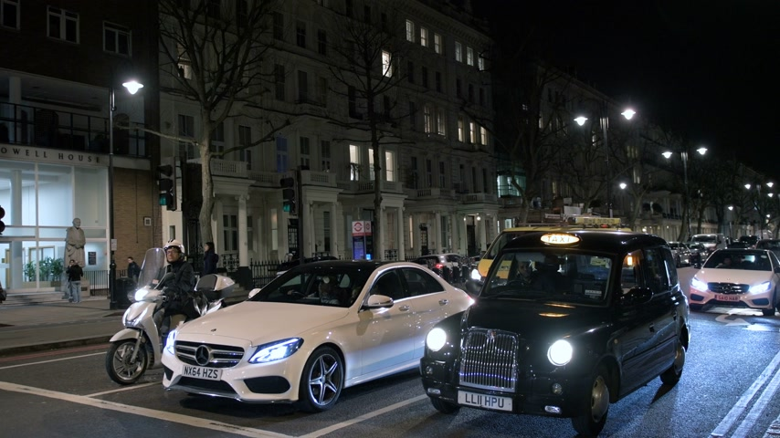 hackney carriage : LONDON, UNITED KINGDOM - CIRCA 2017: Cars, motorbikes night traffic on the roads of London, United kingdom Stock Footage