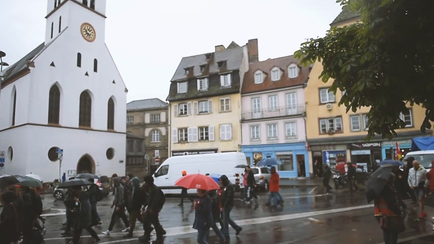 participante : STRASBOURG, FRANCE - MAY 12, 2016: Protest messages as thousand of people demonstrate as part of nationwide day of protest against labor reforms by France Government