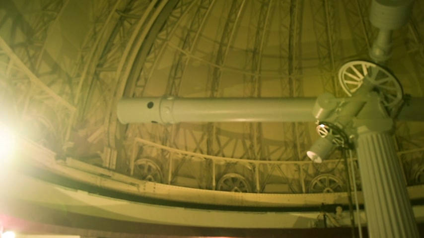 observatory : Interior of old observatory planetarium - panning over the roof with the gigantic telescope