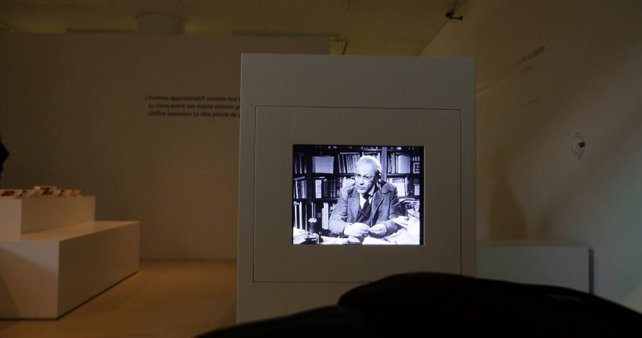 költő : STRASBOURG, FRANCE - CIRCA 2017: Tristan Tzara talking from old TV at the Museum of Modern and Contemporary Art exhibition lHomme approximatif.  . Tristan Tzara was a Romanian and French avant-garde poet, essayist and performance artist. Stock mozgókép