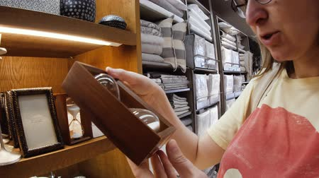 для продажи : Arteixo, Spain - Circa 2017: Zara Home interior of modern home decoration store with woman buying as a gift or for decoration classic sand hourglass Стоковые видеозаписи