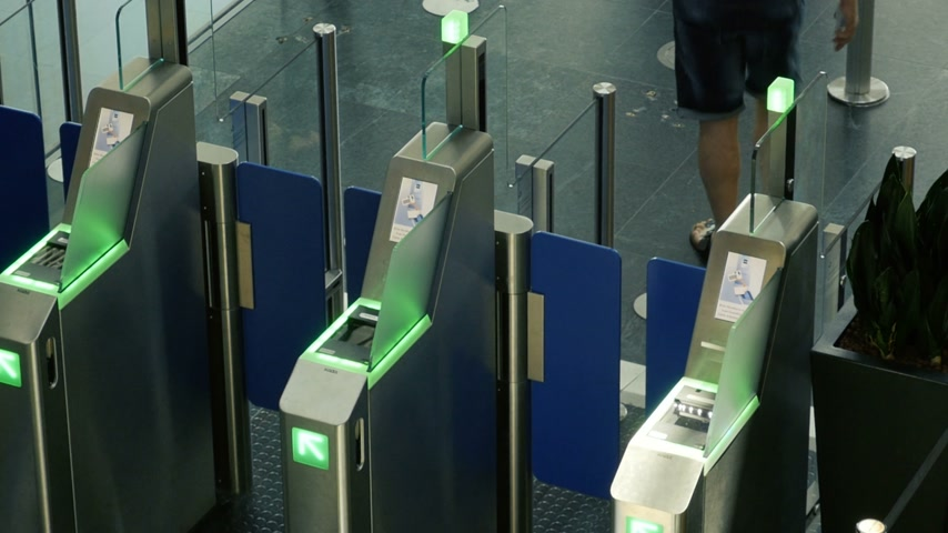 сканер : Basel, Switzerland - Circa 2017: Male and female using the ePassport gates at airport border control in the EuroAirport Basel Mulhouse Freiburg - aerial view documentary editorial reportage