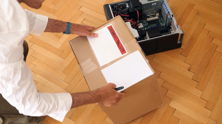 cardíaco : LONDON, UNITED KINGDOM - CIRCA 2017: Computer geek unboxing cardboard box with Documents Enclosed slip next to powerful Dell Workstation Server Dell Precision lying on the floor Stock Footage