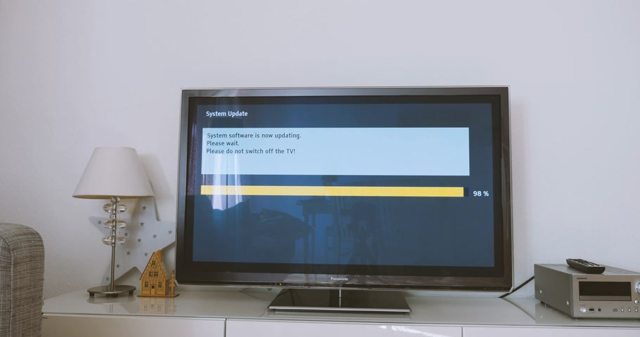 mevcut : LONDON, UNITED KINGDOM - CIRCA 2017: Fast-motion time-lapse of Panasonic Viera Plasma TV with message of system update software process on a modern television set in living room with message System software is now updating, please wait. Please do not swit Stok Video