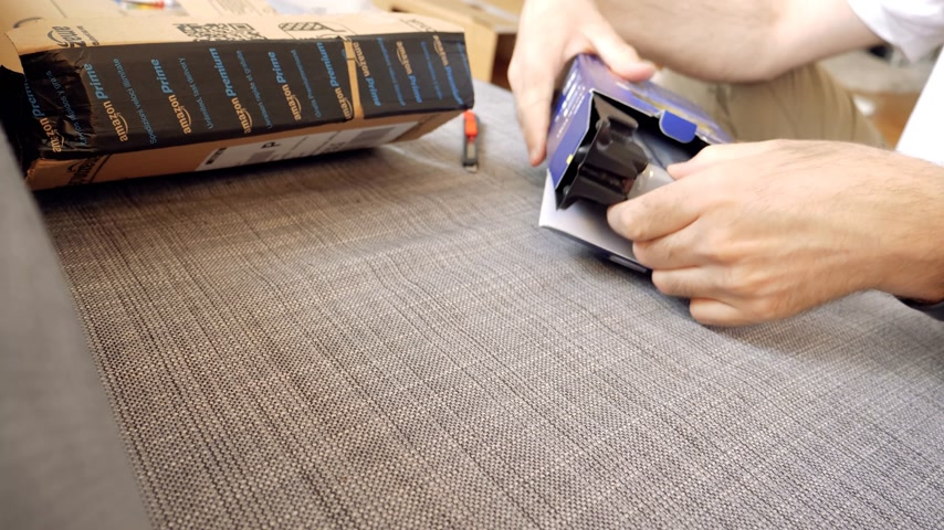 ruínas : Paris, France - Circa 2017: Man opening unboxing unpacking of new HDD hard disk drive made by Western Digital WD Blue with 4TB terabytes capacity delivered by Amazon Online shopping