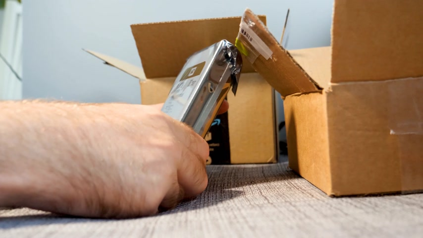 přezka : PARIS, FRANCE - CIRCA 2017: Amazon Prime Member unboxing un packing the cardboard from Amazon Shopping containing 8tb Western Digital Gold datacenter drive comparing the specification