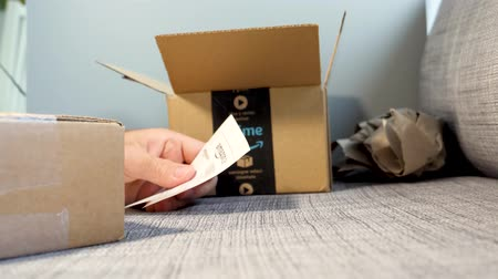 přezka : PARIS, FRANCE - CIRCA 2017: Amazon Prime Member unboxing un packing the cardboard from Amazon Shopping with the cutter Dostupné videozáznamy
